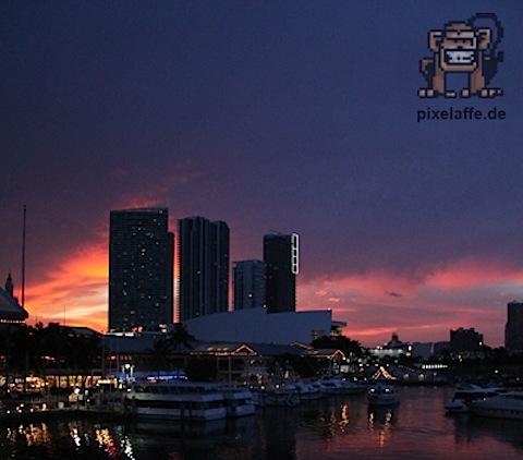 Miami/USA ++ Hafen vom Miami ++ Juni 2010 ++  Skyline bei Sonnenuntergang