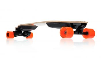boosted-electric-skateboard-dual-plus-drive-full